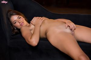Оголение и мастурбация от молодой шикарной девушки