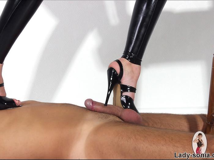 Боллбастинг шипы на каблуках доминирование, видео хуй в желудке