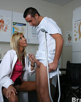 Грудастую медсестру отлично отработал похотливый пациент