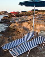 Шикарная цыпочка на пляже прелести охотно показывала
