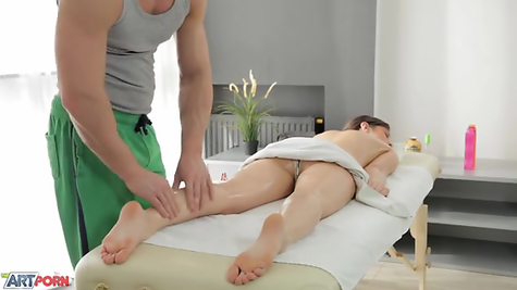 The masseur aroused the damsel and fucked her perfectly