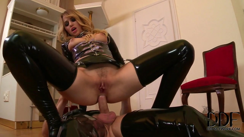 Hot fucking in the hollow of a masked guy with a slutty slut