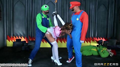 Братья Марио охотно выебали спасенную ими принцессу
