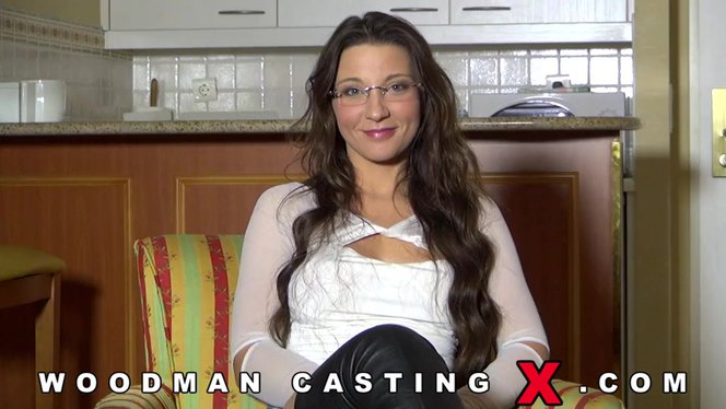 Long-haired girl Julie came to Woodman for porn casting