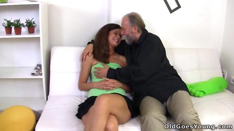 Старый развлекся с молодой любовницей
