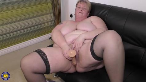 Очень огромная толстая баба в соло ролике