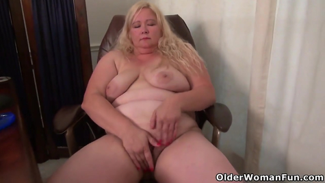 Mature fat women love to show themselves