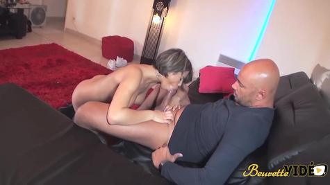 Лысый разводит бабу на жаркий секс