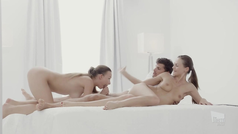 Threesome - a man and two babes