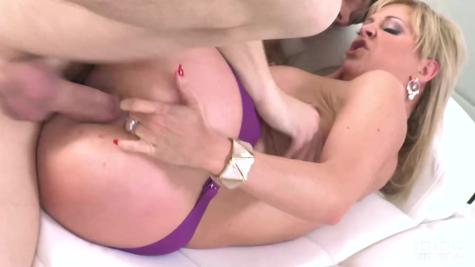 Милфа Черри Девиль (Cherrie Deville) в крутом порно