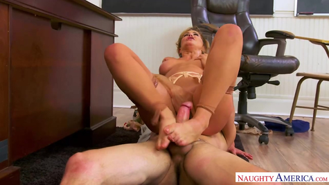 Mom on a young dick working off a mature chick