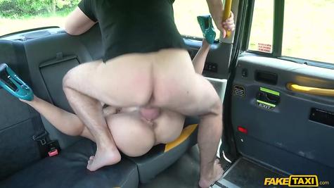 Taxi driver fucks mature milf great