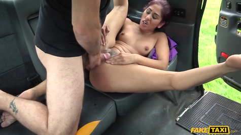 In a taxi, the driver perfectly fucks a whore passenger