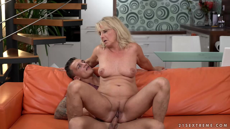 Vaginal and oral mom young fart