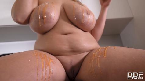 Very big tits bbw solo