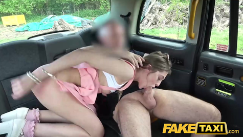 Taxi driver has a great fuck with a passenger