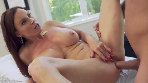Анал порнография - милфу сучку в жопу