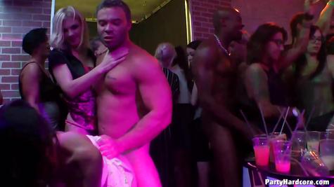 Вечеринка секса – много жаркого траха