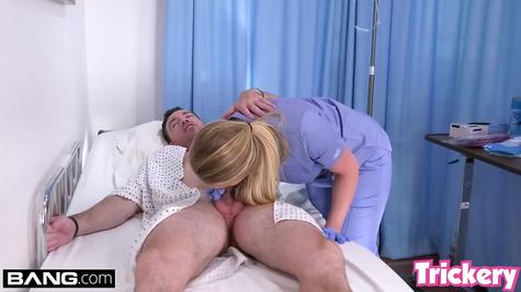 Медсестра давалка трахается с пациентом очень активно