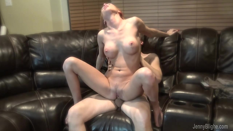 Gives a red dick to suck and fucks a beauty in a dripping pussy