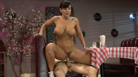 Милфа Лиза Энн в сексе с молодым горячим членом