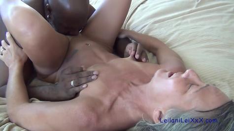 Негр проебывает белую старую бабу