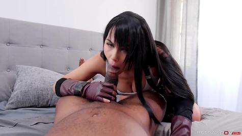 Брюнетка красотка в крутом сексе, хуй обслуживает телочка