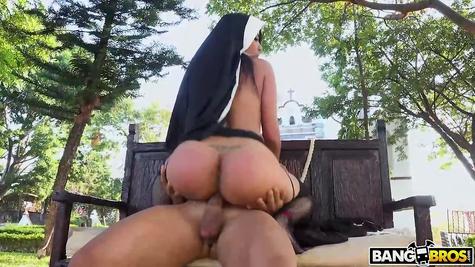 Монах и монашка – жесткая ебля грешной парочки