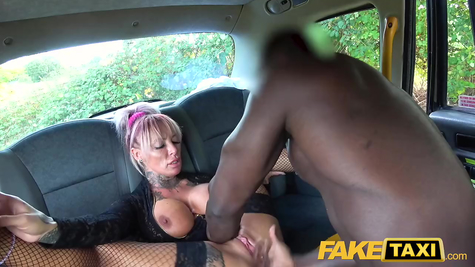 In the car - a black man pulls a mature slut on a dick