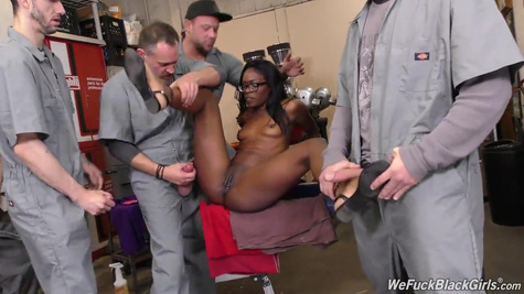 The black boss gave the workers to fill her with sperm from head to toe