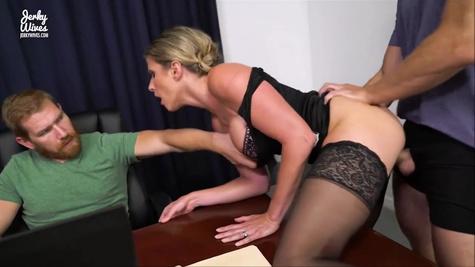 Секретарша Кори Чейс (Cory Chase) вынуждена стать шлюхой в офисе