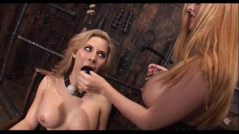Сексуальная порно модель Мэдисон Айви (Madison Ivy) обслуживает мужиков
