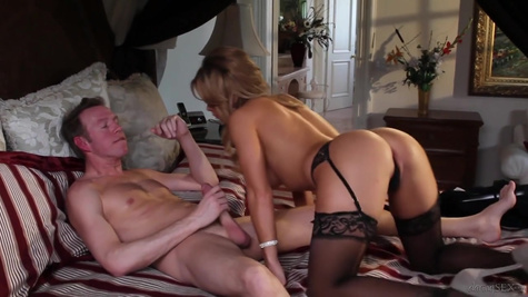 Housewife in stockings roughly fucks with her lover in the absence of her husband