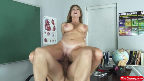 Porn model Darla Crane gets hot fuck in the office