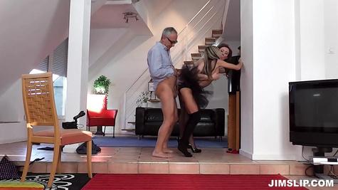 Порно модель Джина Джерсон (Gina Gerson) с подругой и стариком