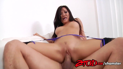 Porn model Asa Akira gets her pussy creampied