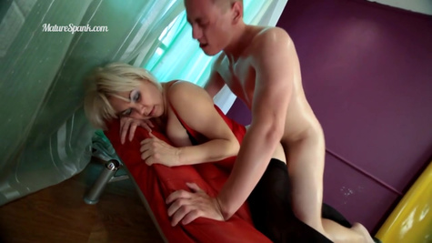 Busty slut in stockings gets roughly fucked in a chair to ecstasy