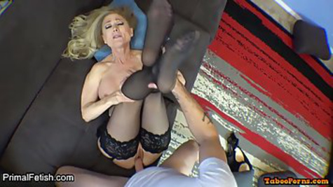 A mature slut sucks a gentleman's dick and pushes her pussy on a dick