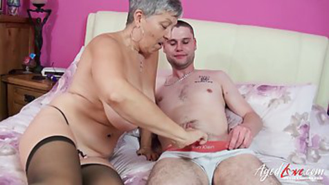 A young guy saw an old woman in stockings and wanted to fuck her