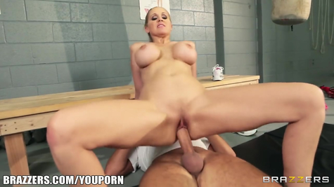 Mature lady energetically gave herself to an experienced fucker