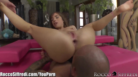 Spanking threesome: flexible hottie and two hardcore lovers