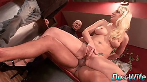Blonde lady fucks in anal with a man while old men look at her