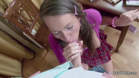 Русский студент разводит подругу на секс, обещая написать ей реферат