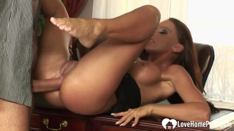 Mature, but very beautiful secretary satisfies the boss with anal