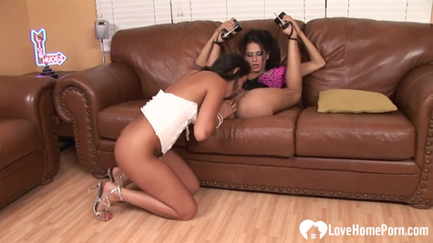 An experienced dyke spreads her friend's legs and licks a slit on the couch