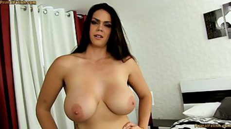 Дама с большими сиськами мастурбирует письку и сосет пенис мужика