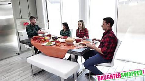 Во время совместного ужина, чувак отводит девку друга в спальню