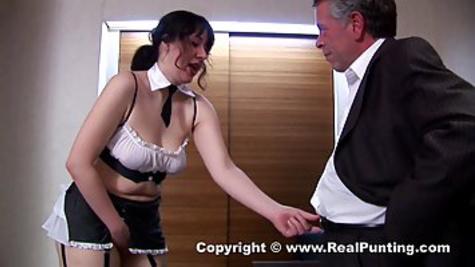 Богатый мужик приводит даму в строгом платье домой и имеет её