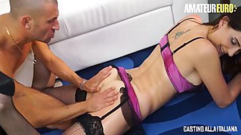 Перед тем как поиметь даму в жопу, мужик вылизывает её анус
