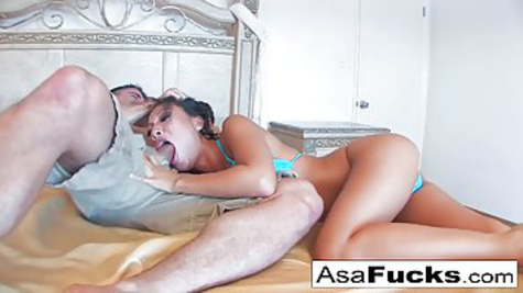 Asian girl screams when a dude pounds her pussy on the bed